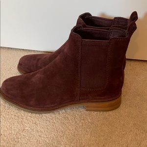 Clark's burgundy suede Chelsea boots size 8.5